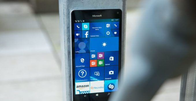 Windows 10 Mobile KB4090912